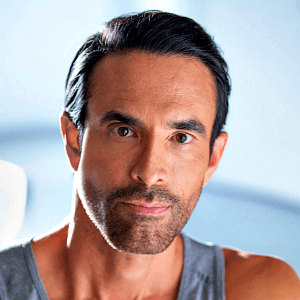 Jorge Cruise Mexican author, fitness trainer and proponent of intermittent fasting and low-carbohydrate dieting